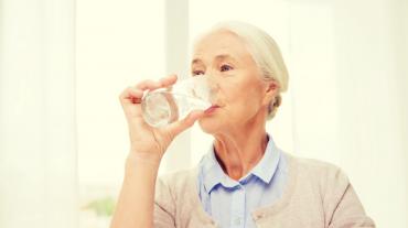 ¿Por qué la sequedad bucal es más común en personas mayores?